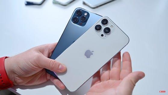 Das 13er-Modell (r.) hat deutlich größere Kameras als sein Vorgänger.