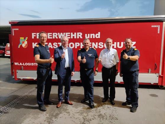 Stephan Pernkopf bedankte sich bei dem nö. Feuerwehrchef Dietmar Fahrafellner und dem Kommando