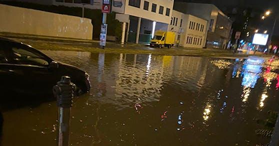 Das Unwetter flutete ganze Straßen in Wien