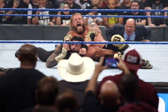 Edge gegen Roman Reigns