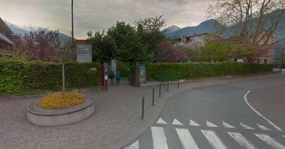 Die Bluttat geschah in der Parkanlage eines Seniorenwohnheims in Lana, Südtirol.