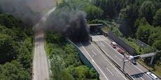 Auto brannte im Tunnel – Lenker lief Helfern entgegen