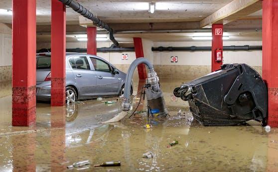 Überflutete Tiefgarage nach einem heftigen Unwetter in Salzburg. Archivbild.