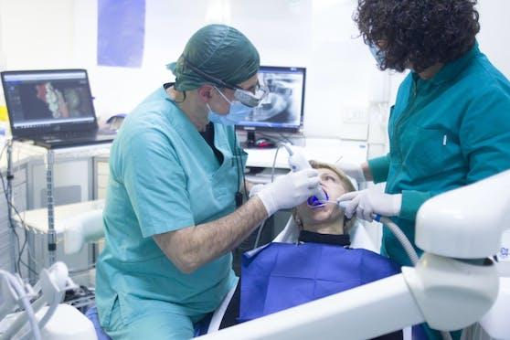 Ein Zahnarzt aus Kärnten muss sich vor Gericht verantworten.