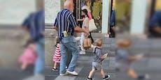 Wiener führt Enkelkinder an der Leine über MaHü