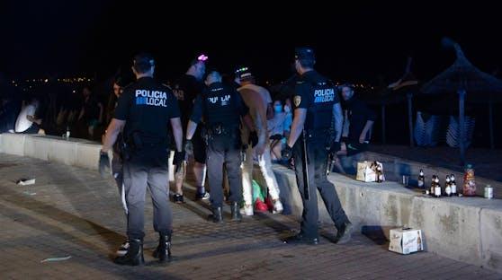 Auf Mallorca soll jetzt vor allem gegen illegale Partys und Trinkgelage an den Stränden vorgegangen werden.
