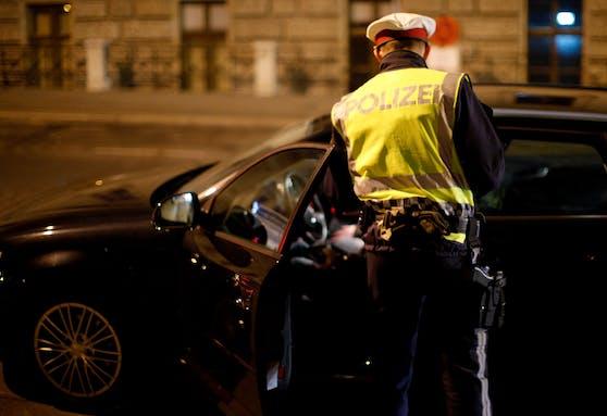 Kontrolle der Wiener Polizei im Zuge eines Verkehrsschwerpunktes. Archivbild