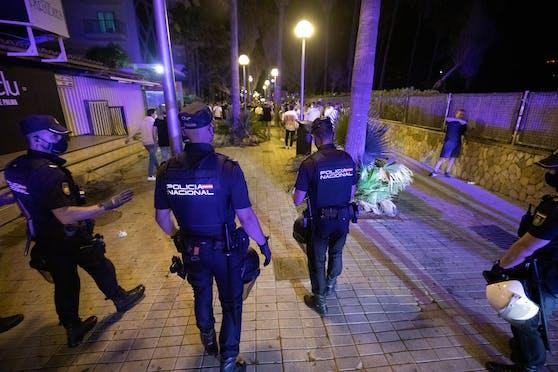Polizei-Einheiten im Touristenort S'Arenal auf Mallorca. Symbolbild