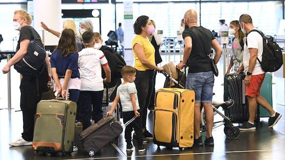Für Reiserückkehrer aus Risikogebieten könnten strengere Regeln gelten.