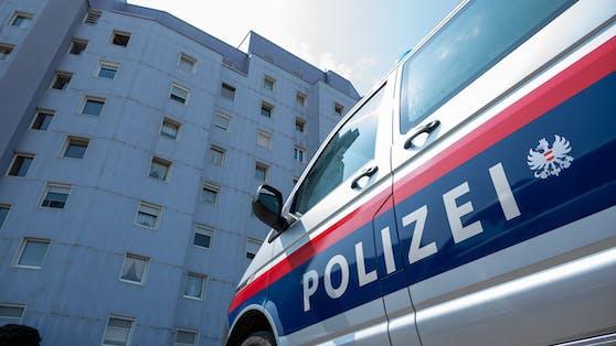 Ein 16-Jähriger wurde am Samstag dabei beobachtet, wie er in eine Trafik in Wien-Meidling eingebrochen ist. Die Polizei war schnell zur Stelle.
