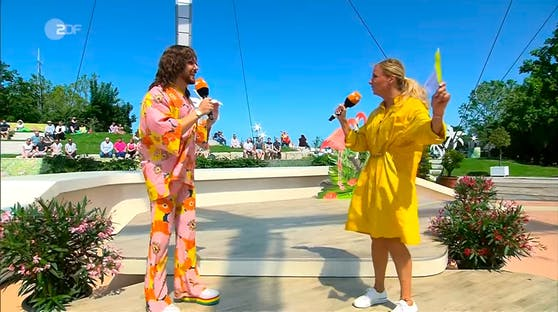 Riccardo Simonetti und Moderatorin Andrea Kiewel im ZDF-Fernsehgarten