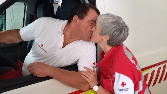 Josef (59) und Karin (55) lernten sich beim Roten Kreuz kennen. Seit 2019 sind sie ein Paar.
