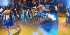 Boca Juniors randalieren, Polizei kommt mit Tränengas