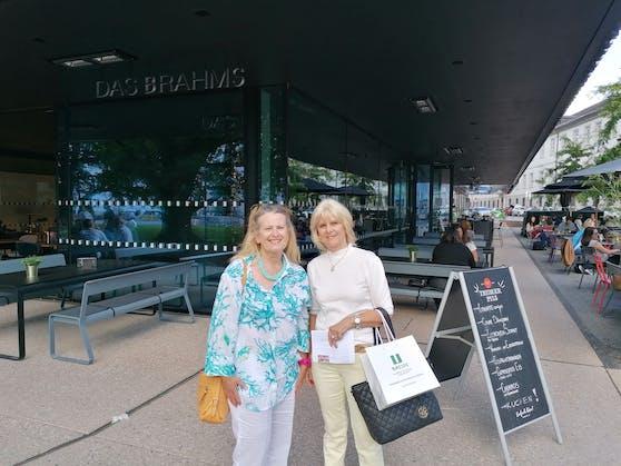 Wochenendtrip-Gewinnerin Gerda (r.) und ihre langjährige Freundin Elfi