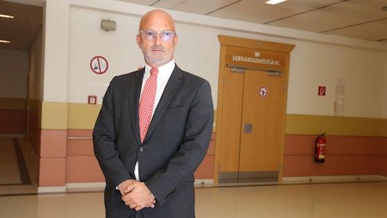 Star-Anwalt Nikolaus Rast ist verzagt.