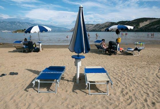 Im Bild: Ein leerer Strand in Kroatien (Rab).