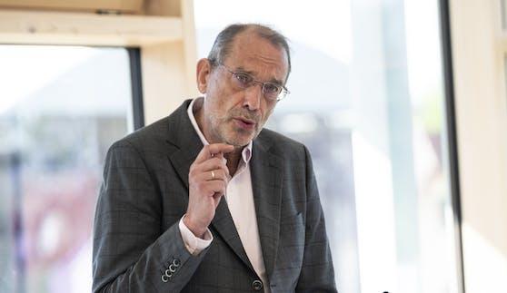 """Angesichts der derzeitigen Corona-Lage richtet sich Bildungsminister Faßmann mit einer wichtigen Bitte an Eltern und Schüler: """"Bitte geht impfen."""""""