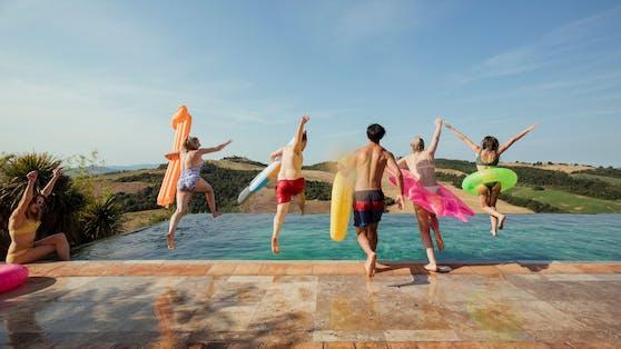 Badevergnügen im heimischen Garten kann auch vermietet werden (Symbolbild).