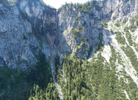 Rechts neben dem Wasserfall kam es zu dem tödlichen Unfall.