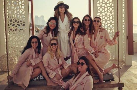 Die acht Passagiere sollen an einer Party gewesen sein: Bild vom Junggesellinnen-Abschied in Dubai.