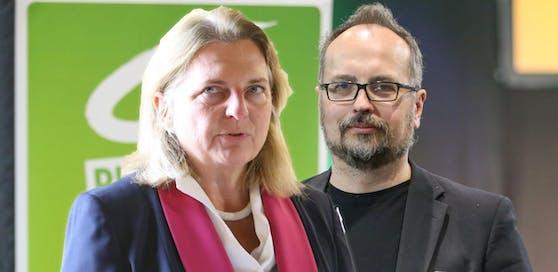 Michel Reimon fordert den Rücktritt von Außenministerin Karin Kneissl.
