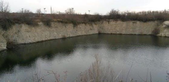 Der 18-Jährige stürzte von der Klippe in den Bruchsee