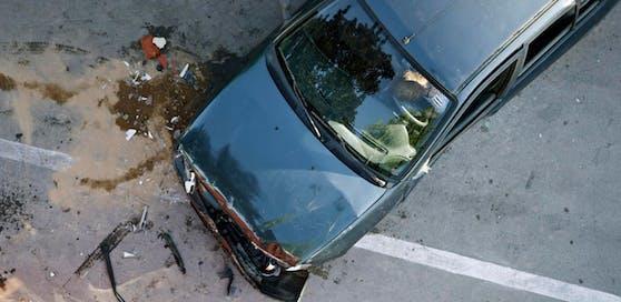 (Symbolbild): Aus bislang ungeklärter Ursache kam es am Dienstagmorgen in Warth (Vorarlberg) zu einem tödlichen Unfall
