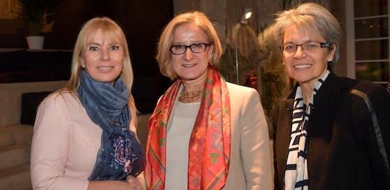 Landeshauptfrau Johanna Mikl-Leitner und Wirtschaftslandesrätin Petra Bohuslav gemeinsam mit EU-Kommissarin Elzbieta Bienkowska (credit: NLK/Pfeiffer)