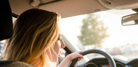 Frauen sind generell vorsichtiger unterwegs als Männer. (Symbolbild)