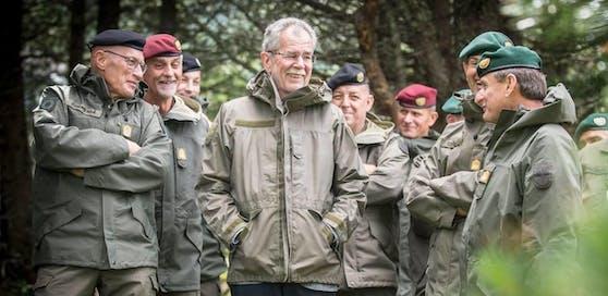 Alexander Van der Bellen zu Besuch beim Bundesheer.