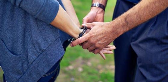 Die Polizei nahm den Mann schließlich fest.