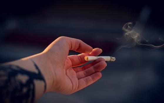 Verboten: Rauchen unter 18.