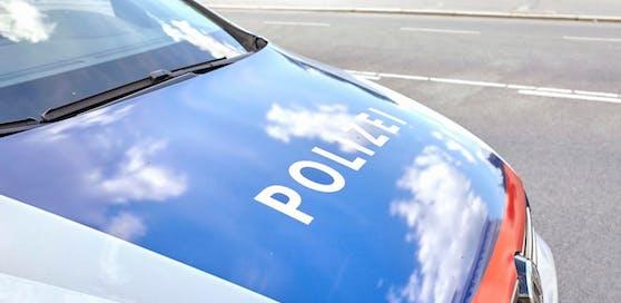 Der Betrunkene warf sich am Hauptplatz auf die Motorhaube eines Polizeiautos, behauptete, angefahren worden zu sein  und wollte Schmerzensgeld.