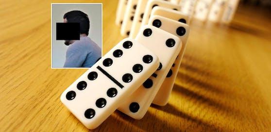 Zuerst wurde mit Domino-Steinen hantiert, dann mit einem Messer.