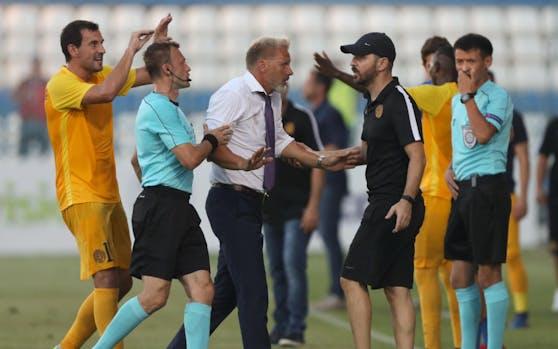 Tumultartige Szenen mit Austria-Coach Thorsten Fink auf dem Spielfeld