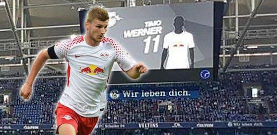 """Blöder Zufall oder Kniefall vor den Fans? Auf Schalke wurde ausgerechnet Leipzigs """"Hassfigur"""" Timo Werner geschwärzt."""
