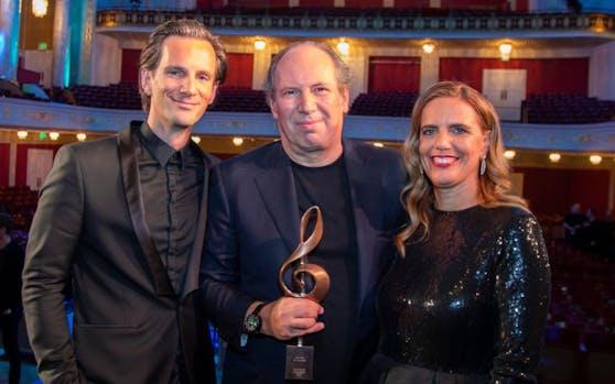 »Hollywood in Vienna«-Co-Produzent Michael Balgavy, Hans Zimmer mit Award, Organisatorin Sandra Tomek