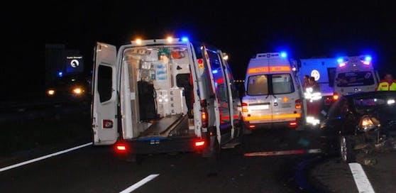 Symbolfoto: In der Nacht auf Montag kam es auf der A1 zu einem schweren Unfall mit sieben Verletzten.