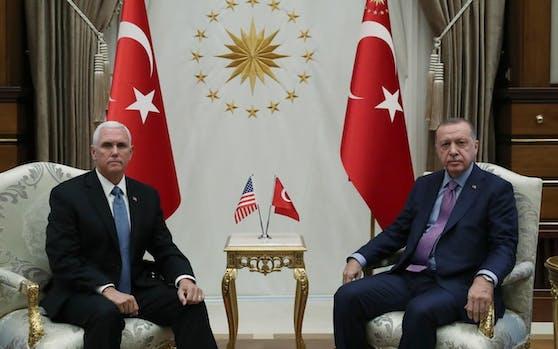 Kommt es zur Waffenruhe? Die Stimmung zwischen US-Vizepräsident Pence und der türkische Präsident Erdogan ist frostig