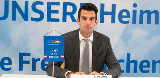 Udo Landbauer am Mittwoch bei der Pressekonferenz.