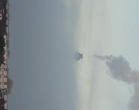 UFO? Nein, nur der eingenebelte Hundertwasser-Schornstein in Spittelau.