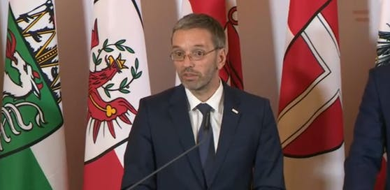 Innenminister Herbert Kickl (FP) hält nicht von Ausnahmeregelungen für Asylwerber in Lehrausbildungen.