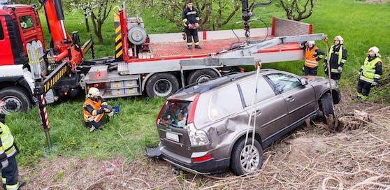Als die Feuerwehr das Auto abholte, war der Fahrer längst weg.