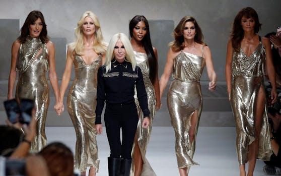 Wir es auch noch in Zukunft pompöse Fashion-Shows und Fashion Weeks geben? Diese Frage stellen sich derzeit einige in der Modebranche.