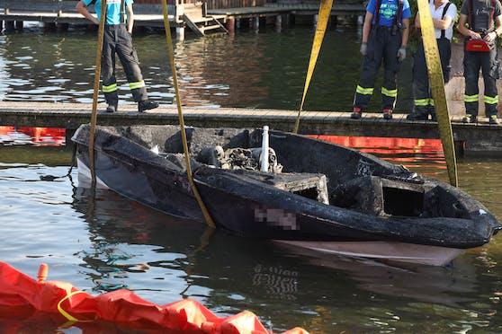 Am Traunsee in Altmünster ist ein Motorboot explodiert.