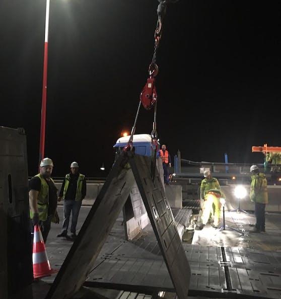 Das Mini-Fly-over auf der Praterbrücke konnte nun entfernt werden.