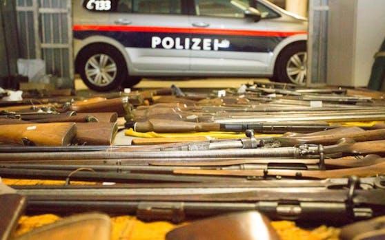 Die Polizei entdeckte ein wahres Waffenarsenal.