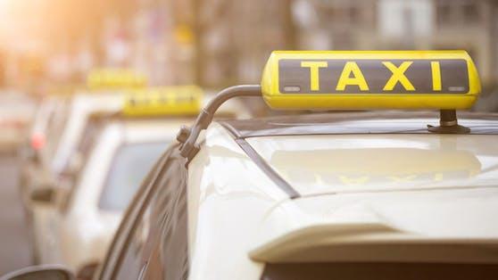 Im Gespräch mit einem Taxifahrer wurde der Frau klar, dass sie als Opfer von Betrügern auserkoren wurde.