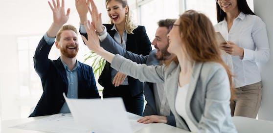 Mitarbeiter in einem Berliner Büro setzten sich rührend für ihren Arbeitskollegen ein.