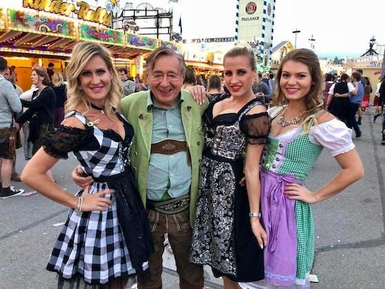 Simona, Richard Lugner, Cinzia und Ellie feiern auf der Wiesn in München